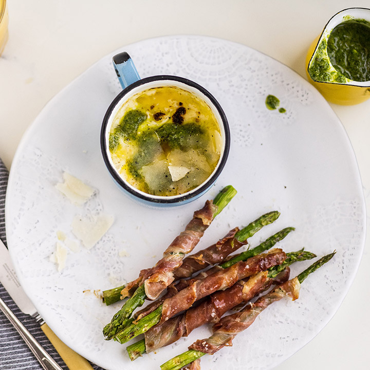 BAKED EGG IN A CUP WITH ASPARAGUS SOLDIERS