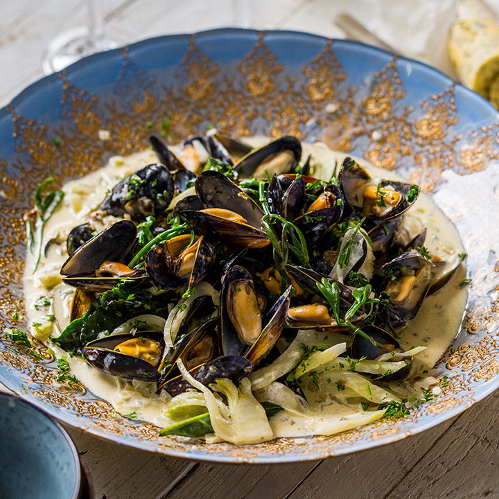 FOWEY MUSSELS AND SEAWEED BUTTER